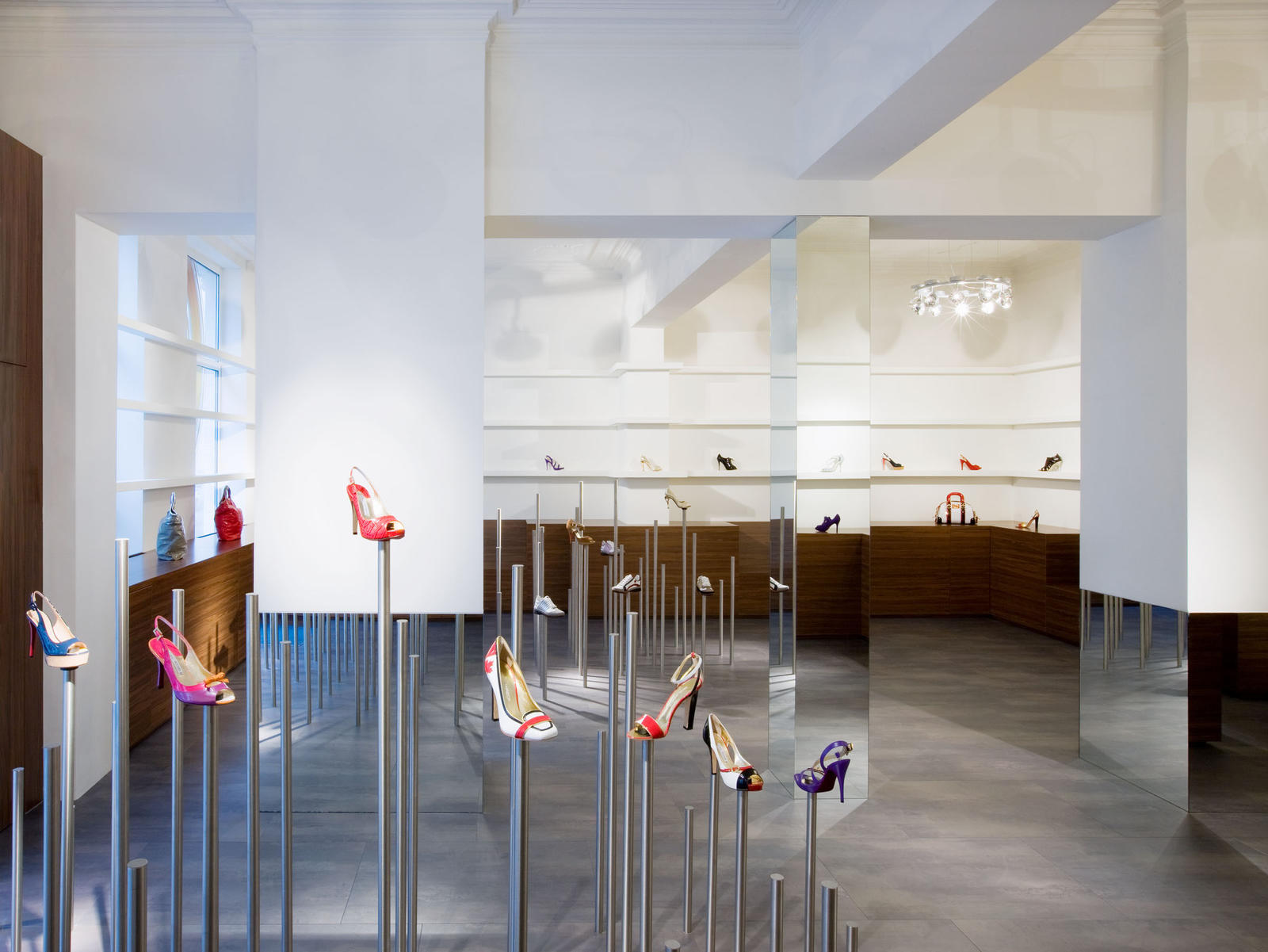 Maurice mentjens interior design kymyka shoes and bags for Maurice boutique